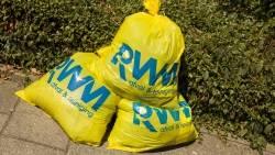 Gele betaalzakken met RWM logo